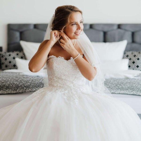 Getting Ready mit Braut Svenja in der Hochzeitslocation Hochzeitsshooting Lisa Treusch Fotografie Mainz